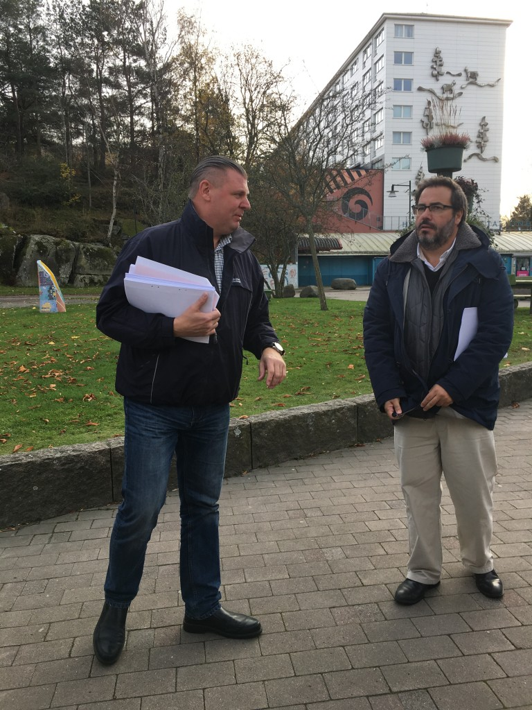 Rafael Lavicki, Bostadsbolaget, and EU-GUGLE project coordinator Florencio Manteca Gonzalez, CENER  at the site visit in Hammarkullen.